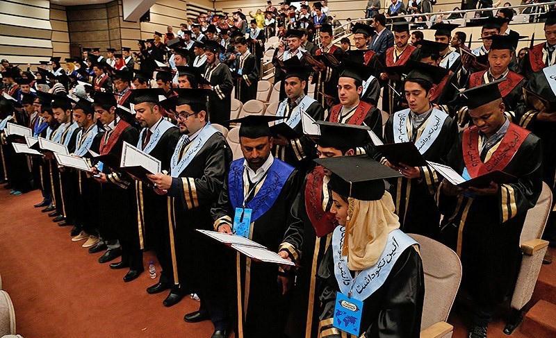 تاخیر در صدور اقامت دائم به دانشجویان ایرانی به بهانه چک امنیتی