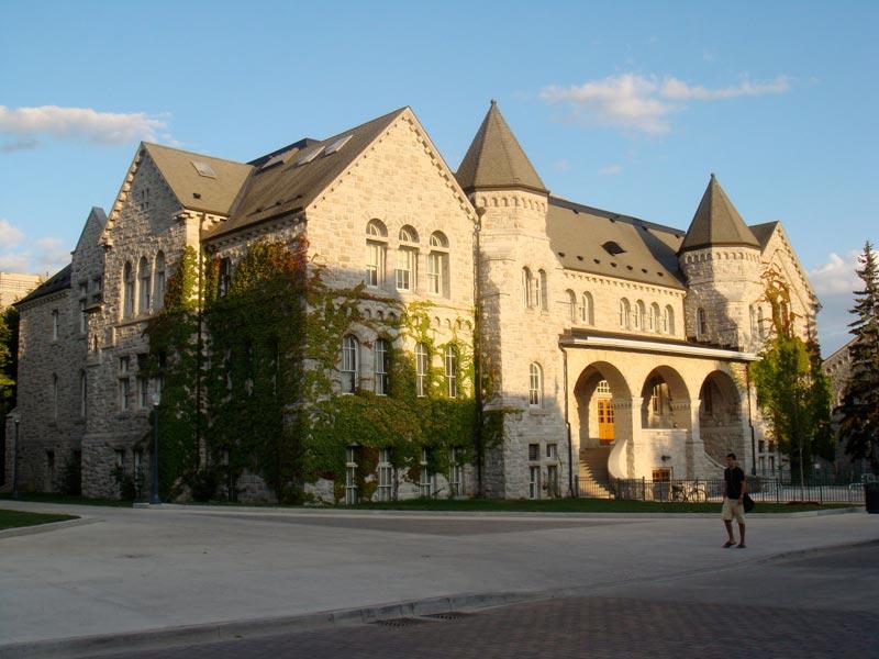 دانشگاه کوئینز کانادا