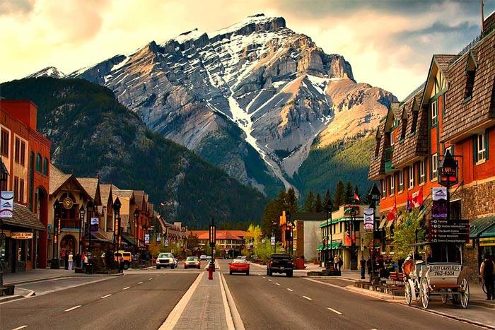 مناطق دیدنی کانادا - شهر بنف