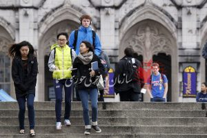 انواع کمک هزینه تحصیل در کانادا برای دانشجویان بین المللی